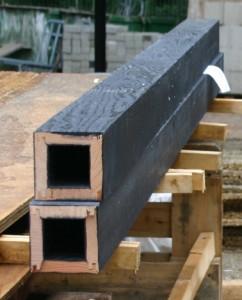 3 In de houten kolommen van de lage bouwdelen zijn stalen kokers opgenomen