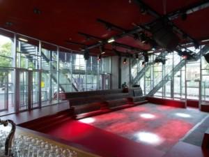 5 Het muziekcafé heeft directe relatie met de omgeving