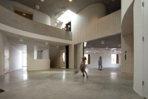 1 Centrale hal met aansluitend de euritmiezaal