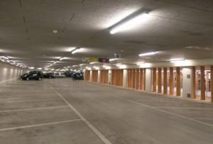 7 Parkeergarage met vier lichtstroken per zone