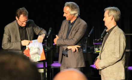 Eelco van Welie, Jeroen van Schooten en Chris Wiersma (directeur van de nieuwe bibliotheek Almere)