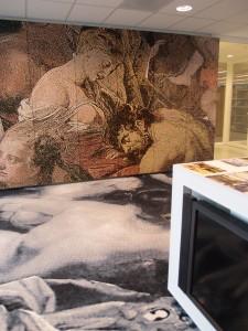 Vergaderkamer met vloer- en wandtapijt ontworpen door Barbara Broekman