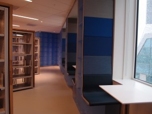 Bibliotheek ingericht door OTH