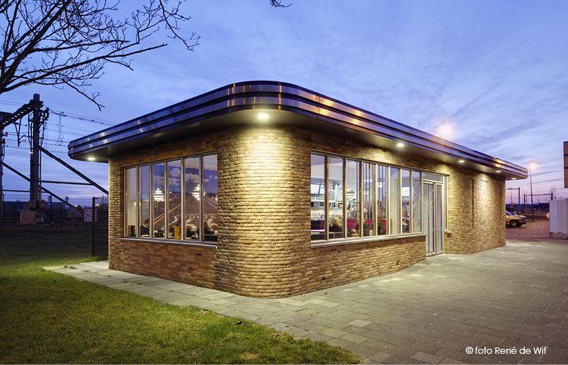 cafetaria in stijl amsterdamse school