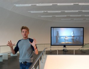 Pieter Henket licht zijn videoproject The Wait toe