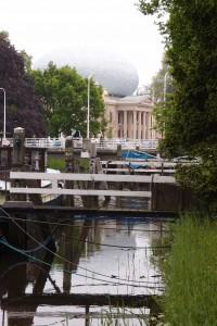 De Fundatie ligt aan de Stadsbuitensingel van Zwolle