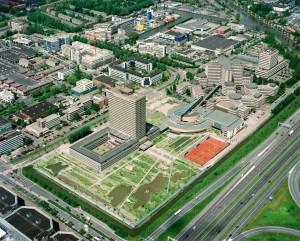 Het complex van het EPO in Rijswijk bestaat uit een 70er jaren kantoorflat, een laagbouw uit 2003 van ADP architecten en een voormalig Shellkantoor