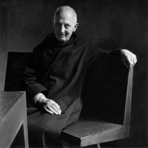 Dom Hans van der Laan in het klooster bij Vaals, zittend op een stoel aan een tafel naar zijn eigen ontwerp. November 1982 • Foto Frans de la Cousine.