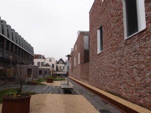 Victas Centrum voor Verslavingszorg van JDdV architecten, winnaar Rietveldprijs 2013; overgangsgebied aan de achterzijde, tussen buurwoningen en  Victas.