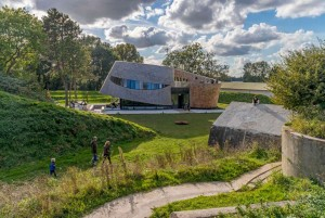 Paviljoen Puur bij Fort Diemerdam, Diemen (2012) • Foto John Lewis Marshall.