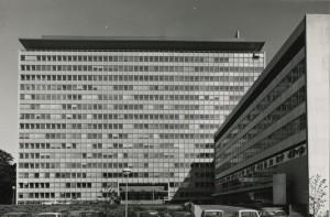 Oude foto van het Shell-kantoor uit 1968