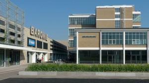 De Baronie met links een deel van de nieuwbouw, rechts de voormalige chocoladefabriek • Foto S2 Architecten/Frank Spoek