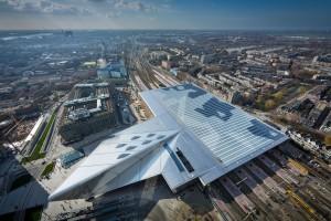 Het stationsgebied beslaat 47.000 m2