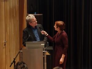 Architect redacteur Hans van der Heijden en moderator Tracy Metz bij uitreiking Jaarboek op16-april-2014