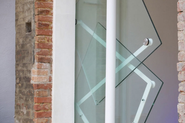 Roterende glazen deur - Deur tijdschrift nieuws ...