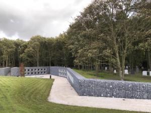 Uitbreiding van begraafplaats Duinhof bij Lisse, ontwerp Bureau SLA en P2 Landschapsarchitecten. Keerwanden van met stenen gevulde schanskorven begeleiden de kunstmatige hoogteverschillen • Foto Francois Hendrickx. Foto's