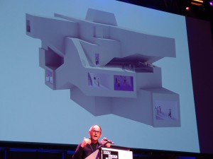 Pieter Bannenberg ( NL Architects) met cross-overzaal Pandora. Foto Jacqueline Knudsen.