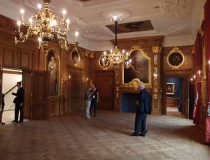 Gouden zaal met wand- en plafondschilderingen van Pellegrini, die zijn schoongemaakt en beter verlicht via ledspots bovenaan de kroonluchters. Foto Jacqueline Knudsen.