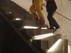 Verlichting onder de traptreden. Foto Jacqueline Knudsen.
