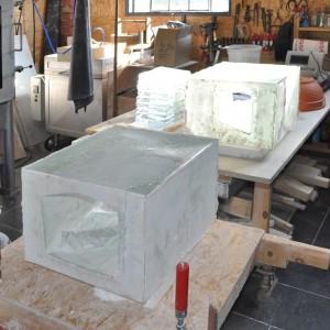 Glasobjecten zoals ze uit de oven komen.