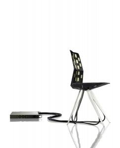 Op de meubelbeurs in Milaan presenteerden Kram + Weisshaar een prototype van de stoel voorzien van sensoren. De bezoekers werden uitgenodigd plaats te nemen op de stoel. Op basis van de gemeten krachten berekent de computer de optimale vorm met minimaal materiaalgebruik.