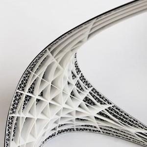 Ontwerper Bram Geenen baseerde de vorm van de Gaudí Chair op de kettinglijnmethode. De draagkracht van de boogvormen vergrootte hij met een honingraatframe. Deze constructie wordt in delen uitgeprint, geassembleerd en overspannen met carbonfiber.