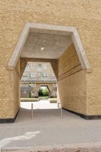 Met eenvoudige middelen wist Brinkman het bouwblok een verfijnde detaillering en gelaagdheid te geven. Foto: Bas Kooij