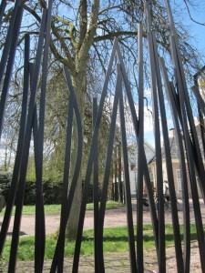 Het hek dat Erick van Egeraat ontwierp voor het Drents Museum in Assen refereert niet letterlijk aan wuivend gras of riet, maar wil wel aansluiten bij de historische en natuurlijke omgeving waar het museum aan grenst