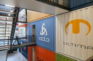 1. Kleurige wand met logo's van leveranciers. Foto: Thea van den Heuvel/DAPh