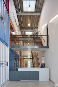 4. Centrale hal tussen containers en kantoren. Foto: Thea van den Heuvel/DAPh