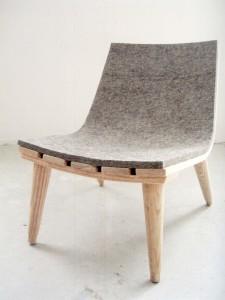 Natuurlijke recyclebare materialen zoals hout en vilt leiden tot duurzame stoelen zoals 'Child's Felt Chair', ontwerp John Booth. Foto: Nils Holger Moormann