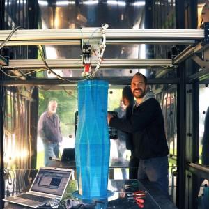 Een van de eerste testkolommen die worden geprint door 's werelds grootste verplaatsbare 3D printer, de KamerMaker. Foto: DUS architects.