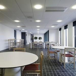 Bouwfonds Eindhoven, kantine met Yksi meubilair. Foto: Hans Morren