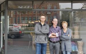Kees Heurkens, Eduard Sweep en Leonne Cuppen van Yksi voor hun ontwerpstudio aan de Stratumsedijk.