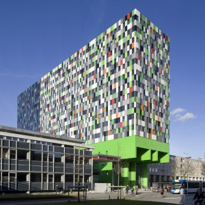 13. Casa Confetti op de Uithof in Utrecht wordt ook wel smarties genoemd, een verwijzing naar de kleurige gevel, maar ook naar de slimme bewoners. Foto: Scagliola/Brakkee