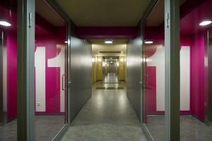 15. Ook in de gangen en hal van Casa Confetti heeft Rohmer ruimten gecreëerd voor ontmoeting. Foto: Scagliola/Brakkee