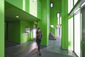 16. Ook in de gangen en hal van Casa Confetti heeft Rohmer ruimten gecreëerd voor ontmoeting. Foto: Scagliola/Brakkee