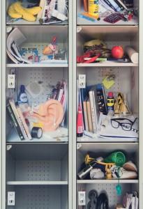 Twee series lockers in het Baarnsch Lyceum, naar ontwerp van Lab3. Alleen de deurtjes zijn nieuw, de rest is hergebruik vanuit de oude school. Een serie deurtjes met Escher en een serie met foto's van mogelijke lockerinhouden. Deze deurtjes zijn nog niet in productie. Foto: René Gonkel