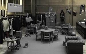 In september 2012 lanceerde i29 met Gummo in de meubelcollectie As good as new bestaande uit meubels uit kringloopwinkels en van Marktplaats die zijn behandeld met dezelfde industriële coating. Foto: Ewout Huibers