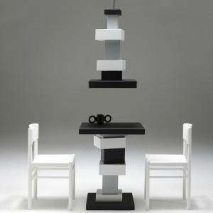 Richard Hutten ontwierp voor het Fotomuseum deze tafel en lamp, die nu in productie zijn bij nGispen.