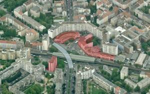 2. Luchtfoto Kottbusser Tor, Berlijn, met locatie U-Bahnhof en gesloopte gebouwen (rood gekleurd)