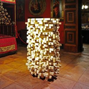 In het Museo Bagatti Valsecchi in Milaan presenteerde Dirk Vander Kooij in 2013 het Diffusor Cabinet, een ladekast die de akoestiek van de ruimte verbetert door vermindering van echo's. Foto: Tatiana Uzlova