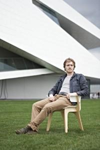 Stoel uit de Gispen Today Collectie van Thijs Smeets. Twee jaar geleden besloot Thijs zich te specialiseren in het meubelontwerp.