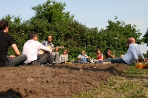 Een eerste aanzet tot meer groen in het gebied wordt gegeven in de vorm van een Bloembollenpootfestijn.