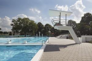 10. Zwolle liet het Openluchtbad van architect J.G. Wiebenga restaureren door Bierman Henket Architecten, die ontwierpen ook de nieuwe duiktorens, tribunes en een uitkijkpost. Foto: René de Wit