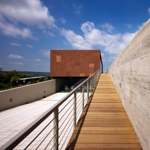 De vorm en materialisering van het bezoekerscentrum zijn strak, eigentijds en eenvoudig gehouden. Foto: Tamás Bujnovszky