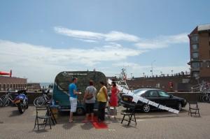 Onderzoek wijkverbetering in Vlissingen 2009, bewonersonderzoek met een caravan.