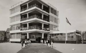 Opening Eerste Openluchtschool Amsterdam, een ontwerp van architect Jan Duiker in 1930.