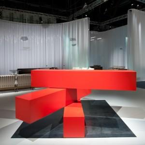 Counter04, uit de collectie Tools for life van Rem Koolhaas, bestaat uit drie horizontale balken die ten opzichte van elkaar kunnen bewegen en o.a. een scheidingswand, een bank, een legkast kunnen vormen.