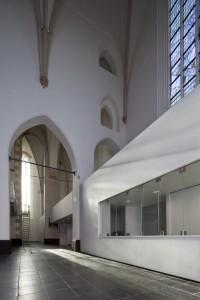 Voor de Sint-Joriskerk in Amersfoort heeft Van Hoogevest architecten een inbouw ontworpen die het mogelijk maakt om het gebouw naast de kerkdiensten ook te gebruiken voor uiteenlopende culturele doeleinden en verhuur. Foto: Frank Hanswijk
